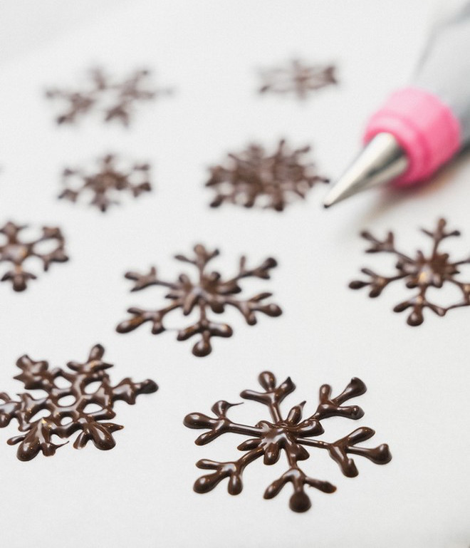 christmas-food-gifts-allow-chocolate-snowflakes-to-cool