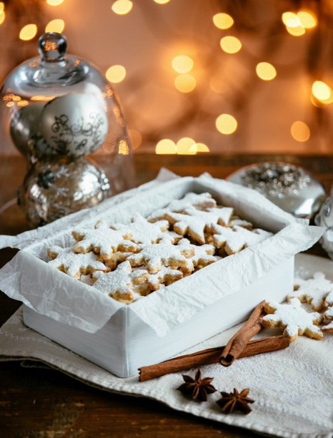 Christmas food gifts cookies-in-the-shape-of-snowflake-and-christmas-tree