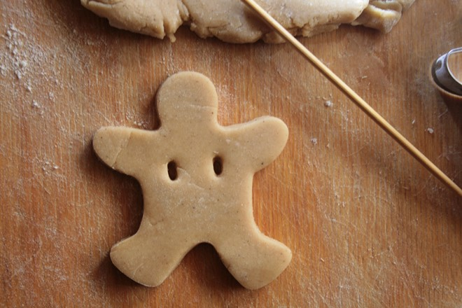 christmas-food-gifts-cut-gingerbread-fellows-and-make-two-holes