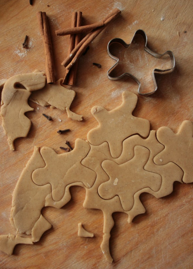 christmas-food-gifts-roll-out-ginger-dough-use-shape-to-cut-small-fellows