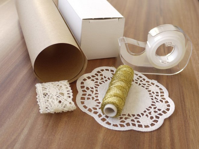 christmas-gift-wrapping-ideas-brown-paper-doilies-golden-thread-crochet