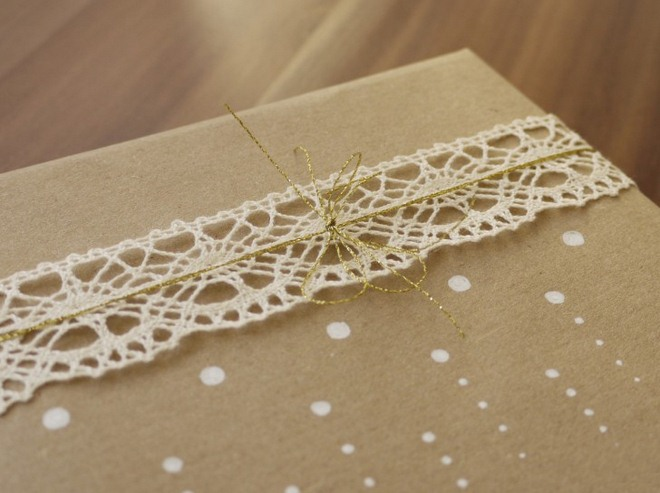 christmas-gift-wrapping-ideas-easy-crochet-ribbon-gold-thread