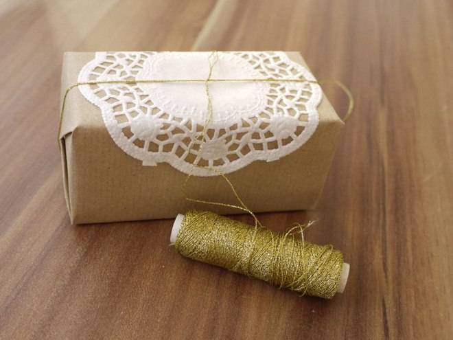 christmas-gift-wrapping-ideas-easy-wrap-box-golden-thread