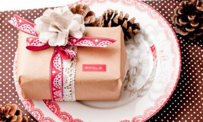 christmas-gift-wrapping-ideas-using-kraft-paper-red-white-ribbons
