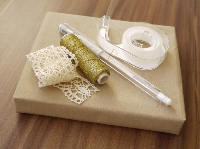 Christmas gift wrapping ideas vintage-crochet-ribbon-gold-thread