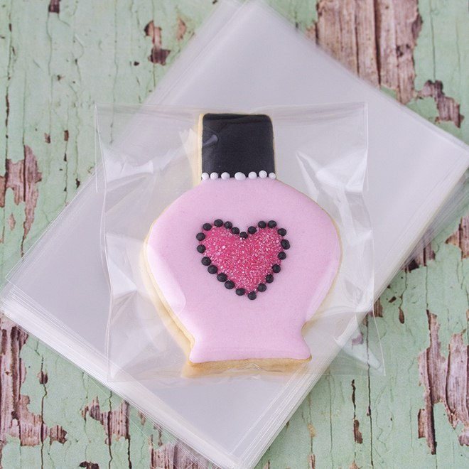 wrap-christmas-gift-cards-ideas-cookie-parfume-bottle