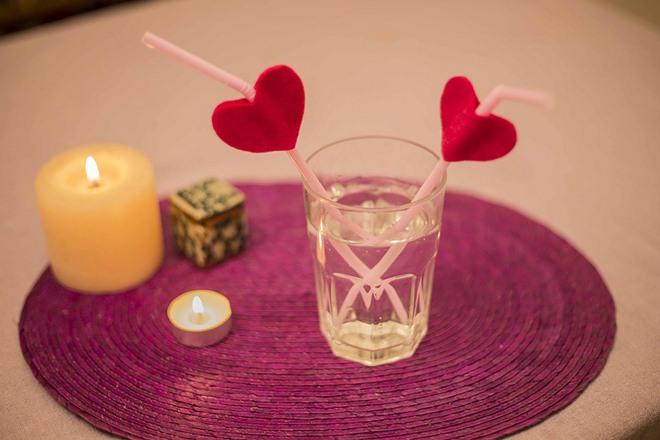 diy-valentines-crafts-decorations-drinking-straws-red-felt-hearts