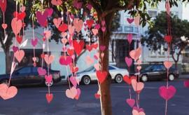 diy-valentines-crafts-garland-pink-paper-hearts-tree