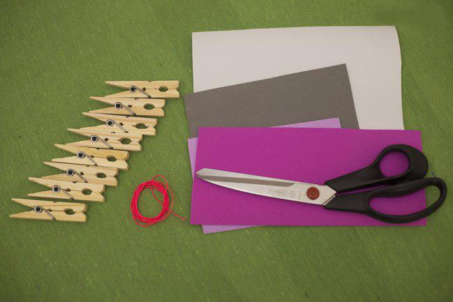 diy-valentines-crafts-garland-wood-clothespins-foam-sheets