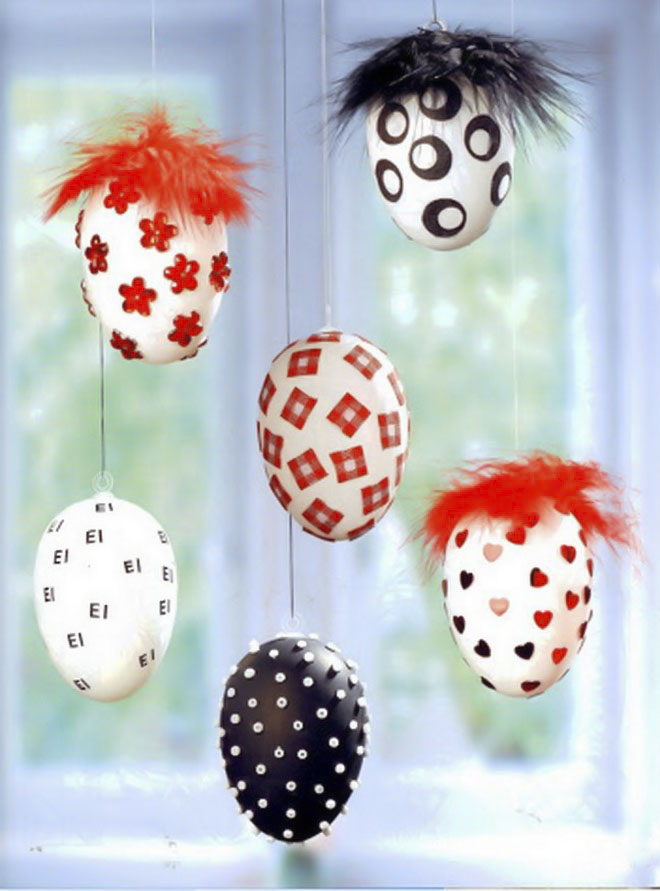 Easter-egg-craft-ideas-hanging-ornaments-beads-heart-confetti-craft-feathers-black-red-white