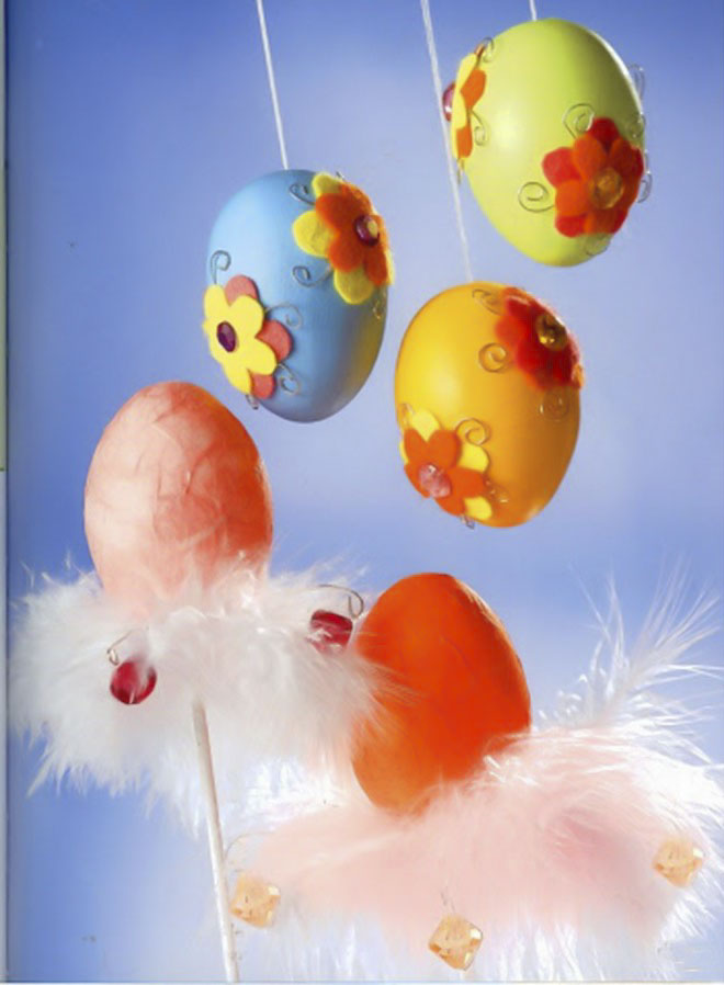 Easter-egg-craft-ideas-hanging-ornaments-felt-flowers-wire-elements-eggs-sticks-feathers