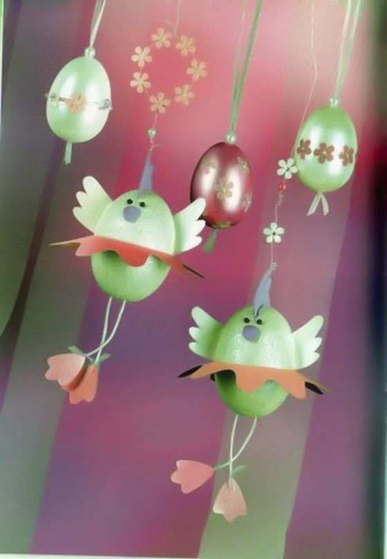 Easter-egg-craft-ideas-hanging-ornaments-green-chicks-dangling-legs