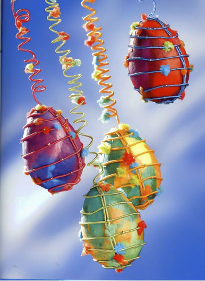 Easter-egg-craft-ideas-hanging-ornaments-wire-holders