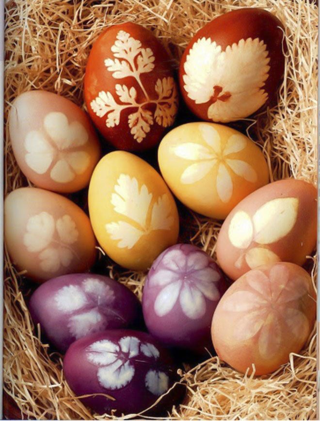 Easter-egg-decorating-naturally-dyed-eggs-leaves-prints