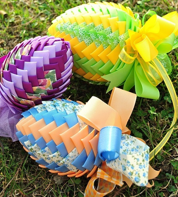 diy-easter-craft-ideas-styrofoam-egg-artichoke-effect-decoration-ribbon-pieces