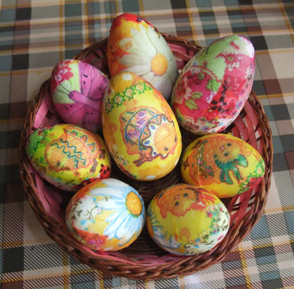 diy-easter-craft-ideas-styrofoam-egg-napkin-decorations-glued-modge-podge