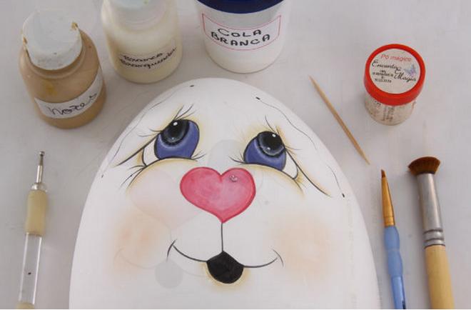 diy-easter-craft-ideas-styrofoam-egg-underline-face-features