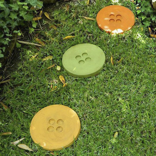 concrete projects stepping stones big clothes buttons diy garden decor ideas - Concrete Tile Garden Decor