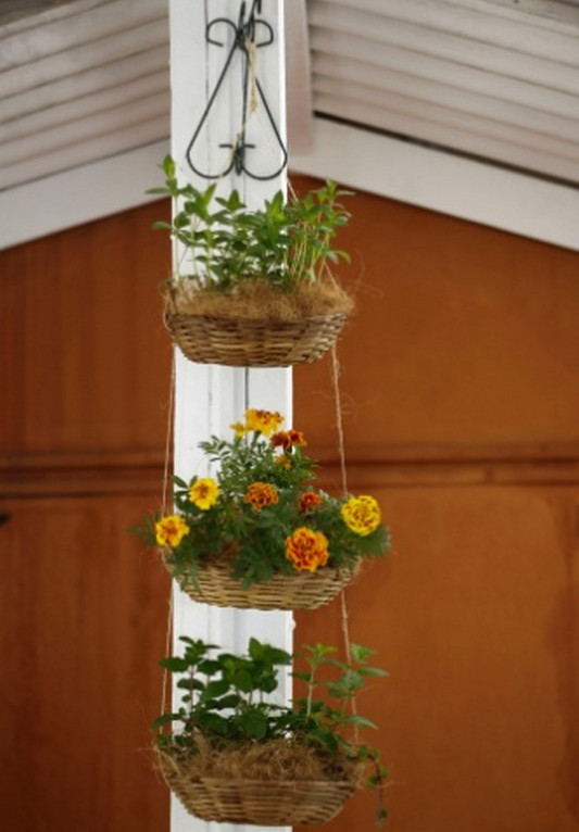 diy vertical garden ideas hanging wicker baskets balcony garden