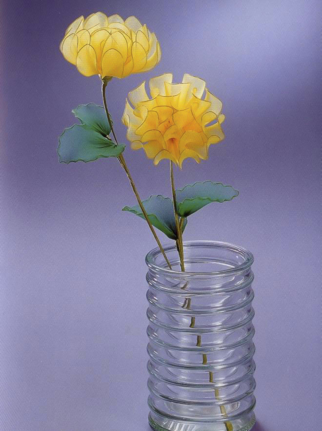 flower-craft-ideas-yellow-asters-nylon-tights-glass-flower-vase