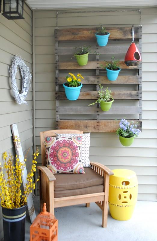 vertical-container-gardening-porch-patio-wooden-pallet-plastic-flower-pots