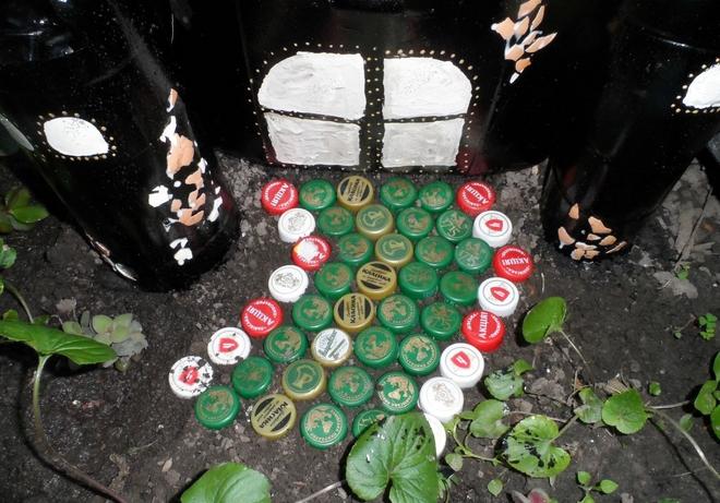 plastic-bottles-crafts-ideas-castle-bottle-caps-entrance-way