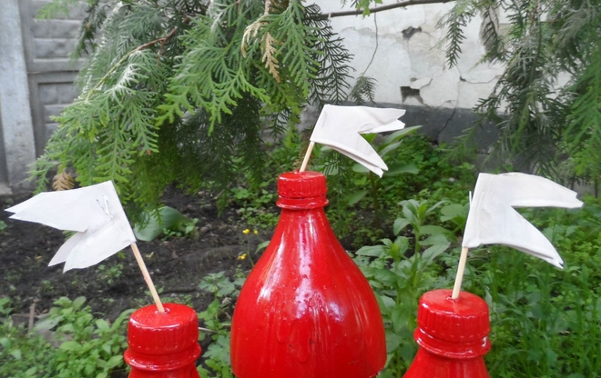 plastic-bottles-crafts-ideas-castle-red-paint-flags