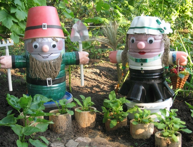 plastic-bottles-crafts-ideas-garden-decorations-people-dwarfs-man-wife-