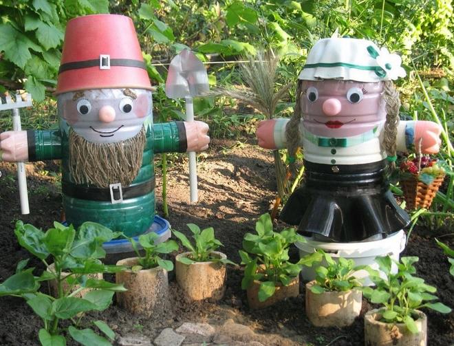 plastic-bottles-crafts-ideas-garden-decorations-people-dwarfs-man-wife-