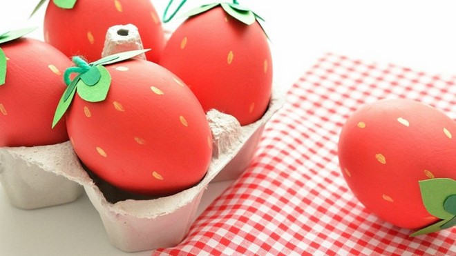 easter eggs painted red strawberries tutorial