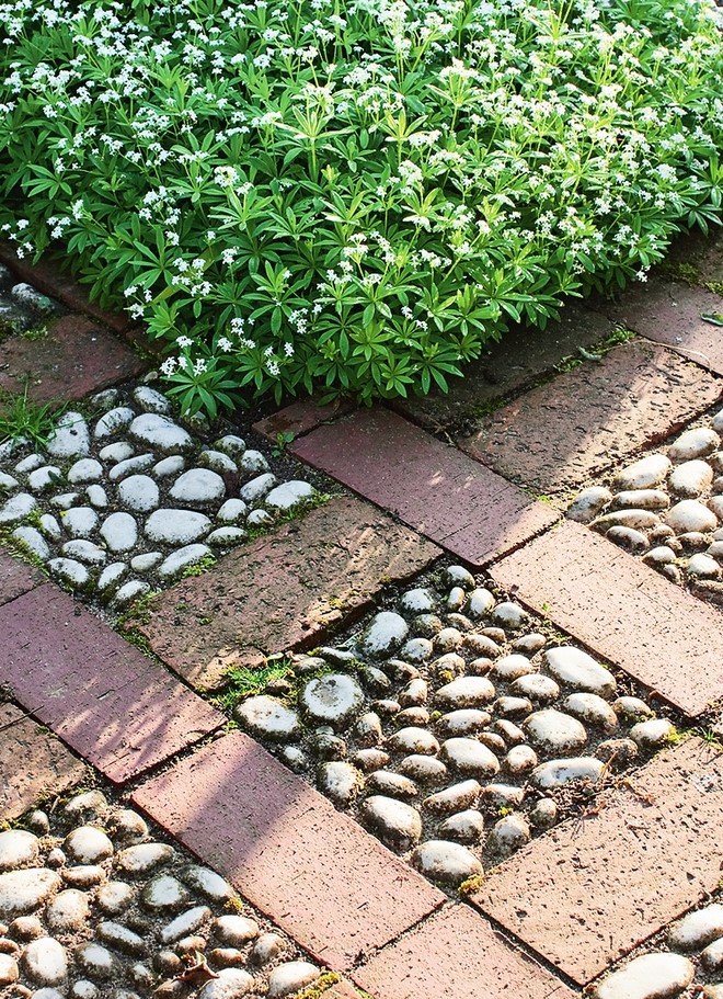 diy-garden-pebble-tiles-paving-stones-white-gravel-squares-decoration