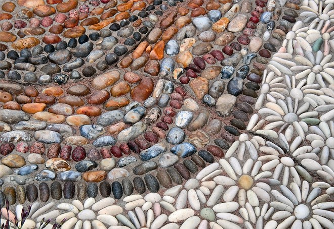diy-pebble-mosaic-path-white-gravel-flowers-elegance-drawing-garden-landscape