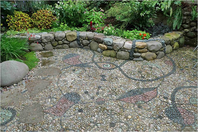 How to make natural pebble mosaic and stepping stones for for How to build a river rock patio