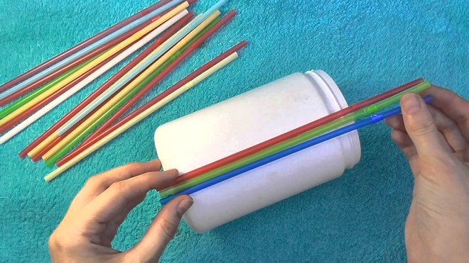 drinking-straws-crafts-easy-flower-vase-old-glass-jar-recycled