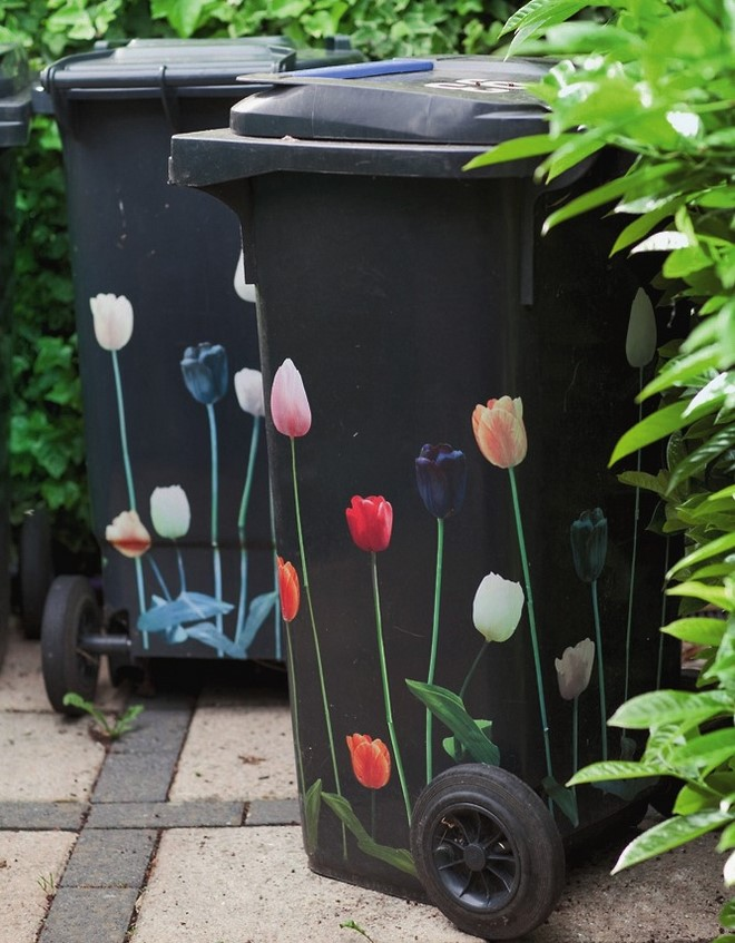 cheap-garden-decoration-ideas-flower-stickers-garbage-cans-diy-budget-decor