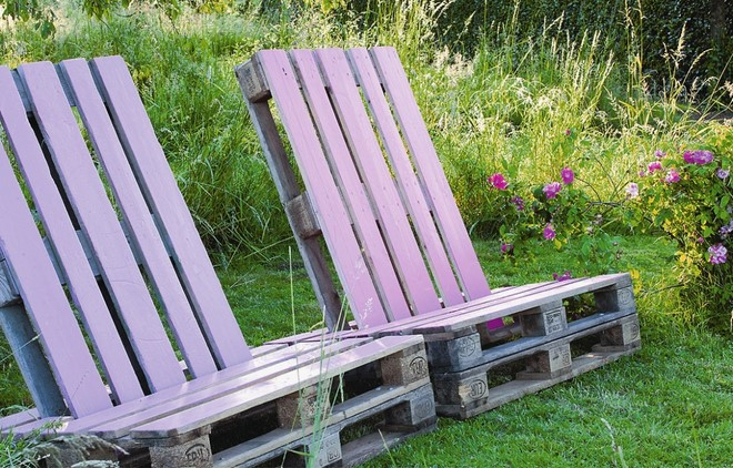 diy-garden-ideas-on-a-budget-handmade-rustic-furniture-wooden-pallets