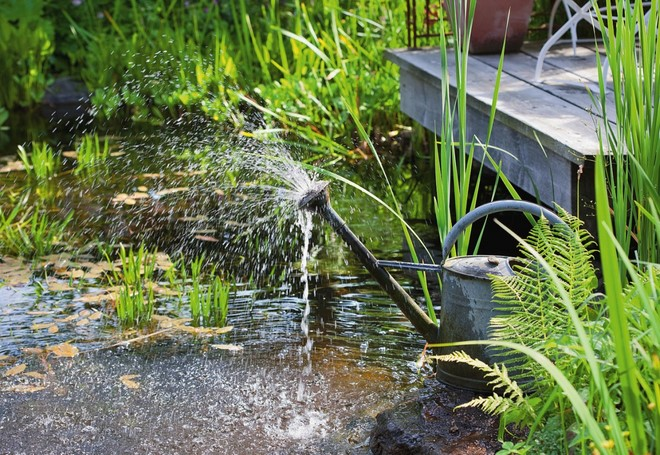 diy-garden-mini-fountain-metal-water-can-garden-lake-decoration
