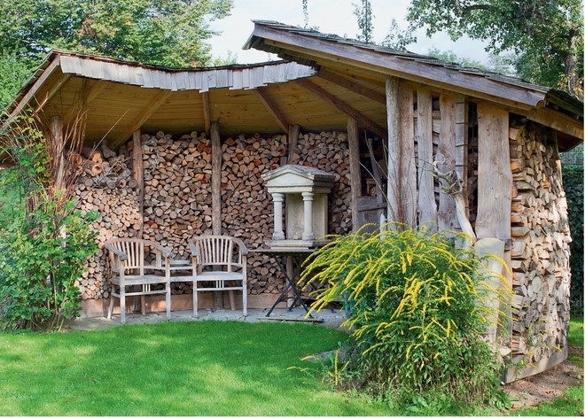 homemade-garden-decorations-diy-wood-shed-firewood-storage