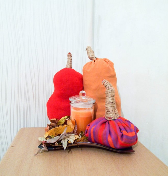 diy-sweater-pumpkins-table-arrangement-candle-tray