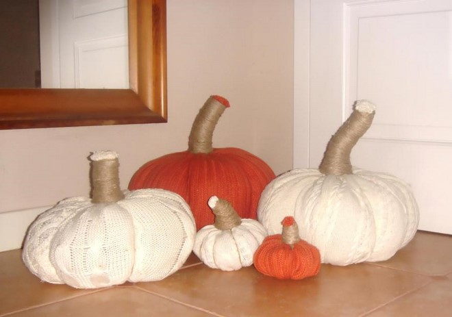 no-sew-sweater-pumpkins-fall-decor-upcycling-ideas