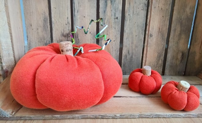 no-sew-sweater-pumpkins-fall-decor-wine-cork