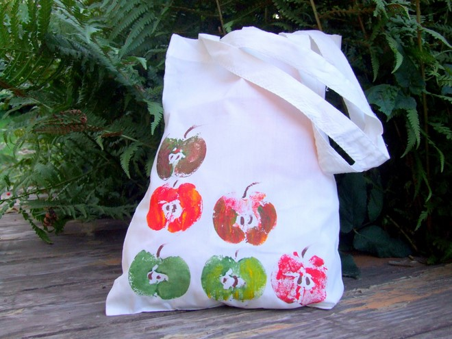 easy-diy-fall-decoration-self-made-shopping-bag-fruits-stamp-coloring