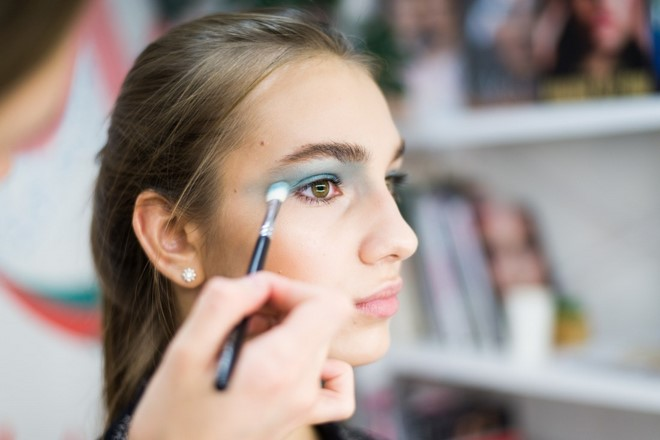 eyeshadow brush turquoise color mermaid