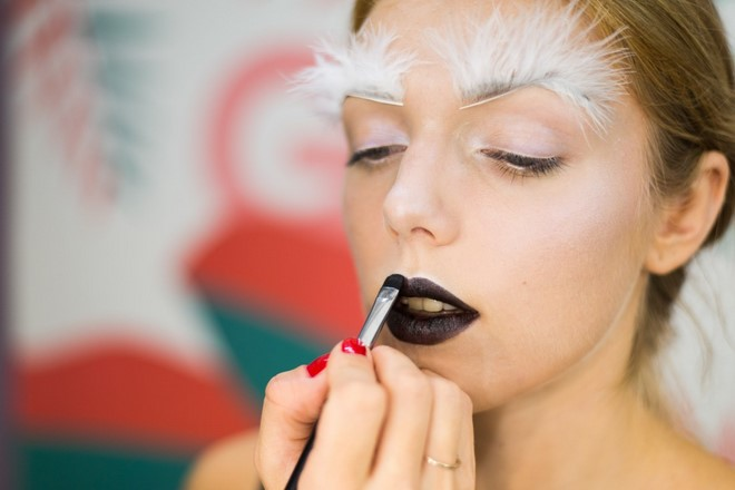 last minute halloween makeup glam women black lipstick