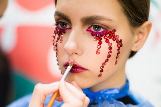 last minute halloween makeup tutorial vampire using brush lipstick