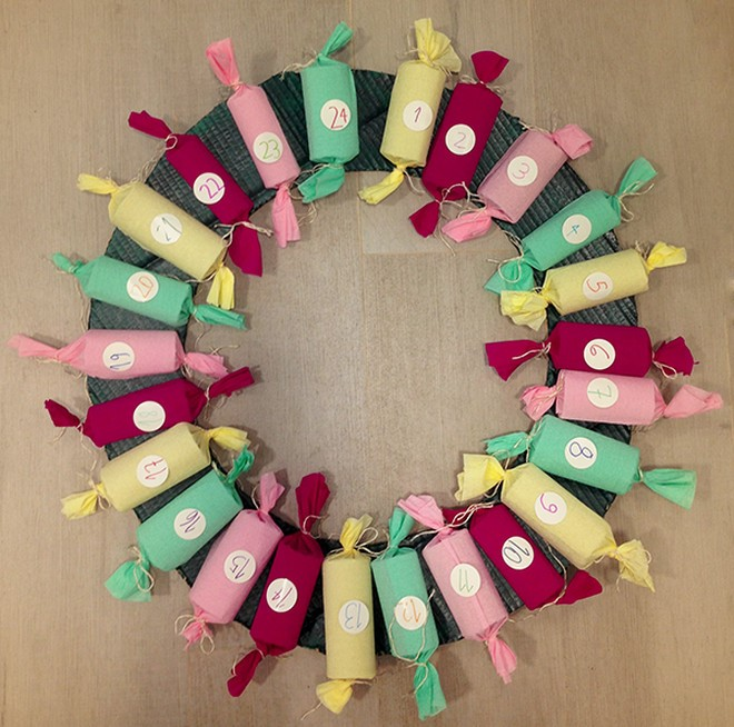 cheap diy advent calendar christmas wreath with toilet paper rolls candies
