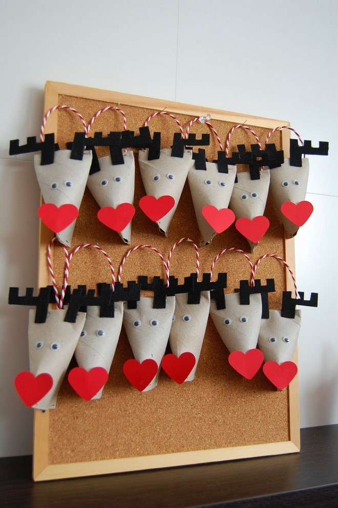 homemade advent calendar cardboard deers gift pockets red hearts noses decoration