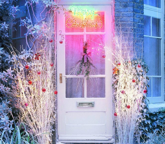 outdoor christmas decorating ideas front porch festive led lights lettering