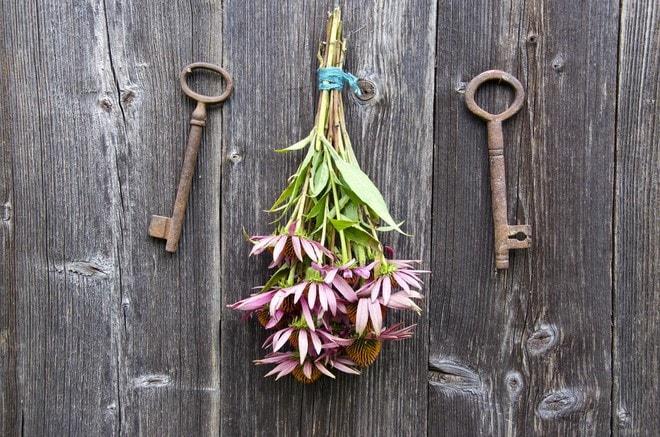 vintage door decoration crafts with old keys