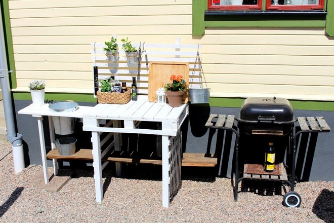 cheapest way to build outdoor kitchen white painted pallet countertop